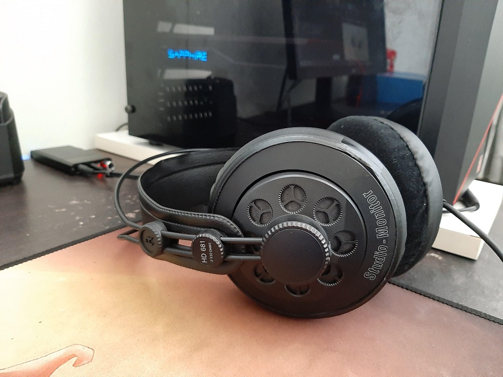 Superlux HD 681 Circumaural Headphones